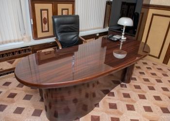 Уникальный письменный стол от R.A. MOBILI