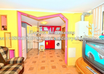 Сдам 3к. дом у моря в Ялте, с двором, мангалом, гаражом, недорого, для 7 человек