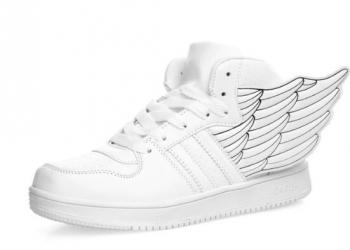Кроссовки с крыльями