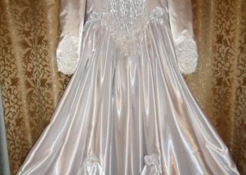 Продаю свадебное платье обшитое жемчугом