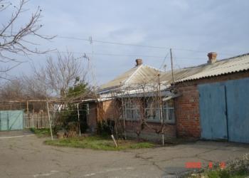 Продаю участок 30 соток, дом 100 кв.м., все удобства, берег Азовского моря