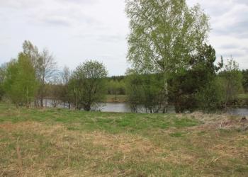 Продаю земельный участок у реки.