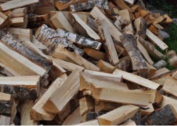 Дрова и топливные брикеты