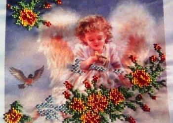 Картина «Ангел в цветах», вышитый бисером