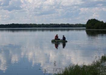 участок на берегу озера