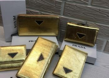 Кожаные кошельки Prada с логотипом бренда