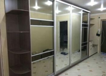 Шкаф-купе с зеркальными дверьми