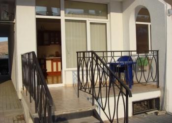 Два апартамента в Коктебеле 150м. от пляжа полный комплект для комфорт. отдыха