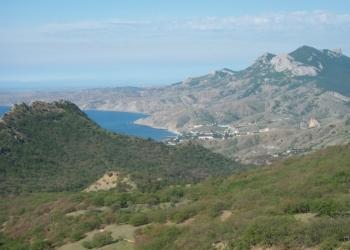 Продам участок 5 соток в Коктебеле 1500м от моря в живописном месте с видом гор.