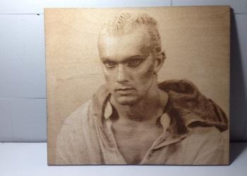 Портреты методом лазерной гравировки на фанере