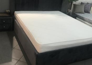 Кровать+ матрас+тумбочки. Прима.