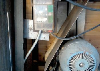 Деревообрабатывающий станок 220в,3квт,запасной 3х фазный двиг,ножи,пилы,фрезы
