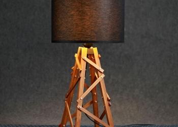 Настольная лампа–торшер для модного лофта
