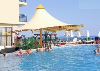 Апартаменты с песчаным пляжем на берегу Черного моря.