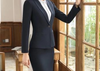 Черный женский костюм юбочный деловой