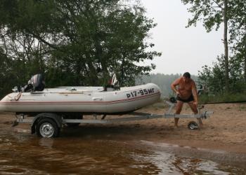 Моторная лодка с трэйлером