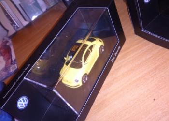 Volkswagen New Beetle 2011 1/43 желтый
