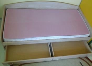 Продажа кровати с матрасом.Возможен торг