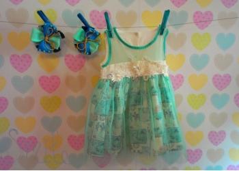 Продаётся нежно-бирюзовое платье с заколками