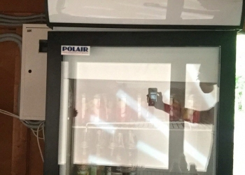 Продам холодильный шкаф витрину Polair