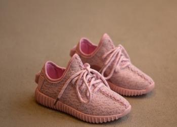 Продаются яркие и новые кроссовки