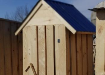 Садовый, дачный деревянный туалет