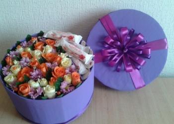 Коробка с цветами и рафаэлло на заказ