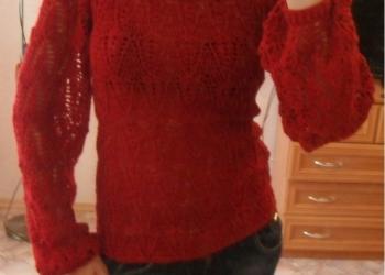 Вязаный ажурный свитер с широкими  рукавами.
