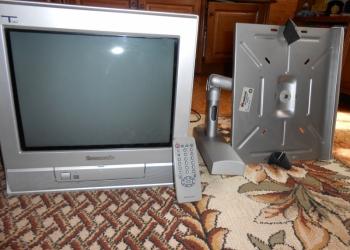 телевизор PANASONIK с настенным крепежем