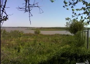 Участок у реки под застройку