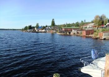 Продается большой дом на берегу озера  пос. Кварцитный.