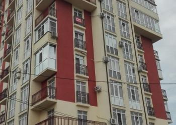 1-к квартира общ. пл. 50м2. 9/12эт. +балкон 12м. в центре по ул. Конституции