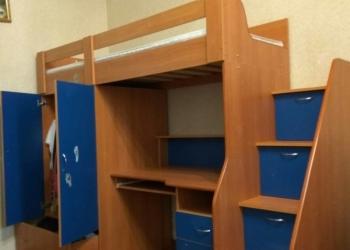 Кровать чердак со столом и матрасом.Лестница-ящики