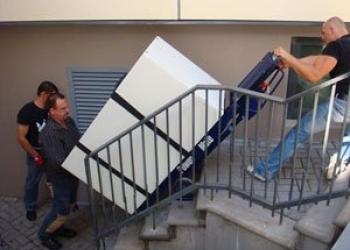Подъём крупногабаритной мебели по этажам вручную