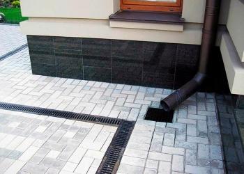 Утеплённая отмостка из бетона, укладка брусчатки в Пензе