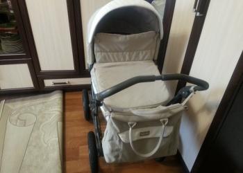 """Детская коляска """"Inglesina""""."""