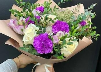 Букеты,букеты в коробках,в корзинах,цветы