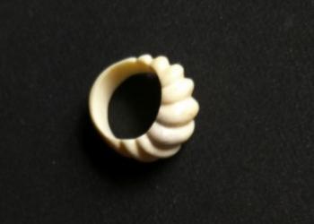 Кольцо женское, из рога оленя.