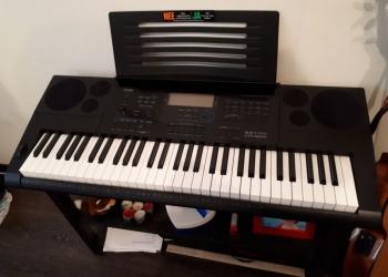 Поодается синтезатор