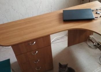 Продам срочно стол письменный