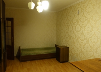 Сдается комната по ул космонавта Леонова