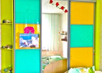 Вместительный шкаф Европейского качества зеркальный,покупался за дорого
