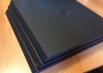 Игровая приставка PS4 Pro + комплект игр