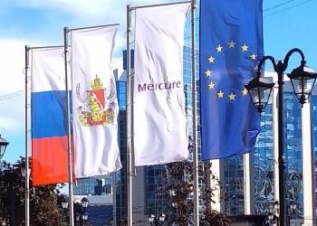 Акция в июле на изготовление уличных флагов