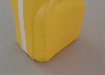 Пластиковые канистры 0.4л,0.5л,0.9л,1.0л,4.0л,5.0л,10л