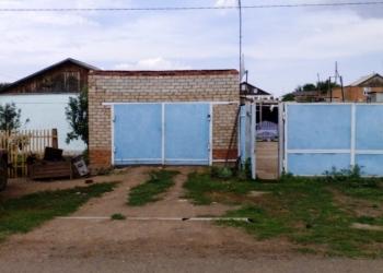 Просторный дом со всеми удобствами, с участком земли, с гаражом, с. Бродецкое.