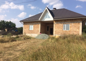 продам новый большой  дом в Симферополе.