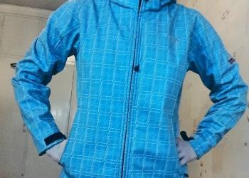 Куртка из непромокаемой ткани