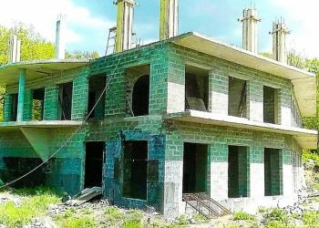 Недостроенная гостиница с видом на Черное море