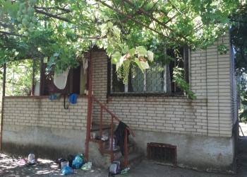 Продам земельный участок с крепким кирпичным домом